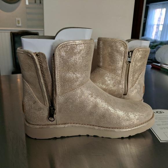 12a1bb80890 W Abree Mini Stardust UGG boots NWT